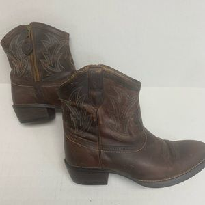Ariat women's 1/2 boots ,Brown leather size 7B